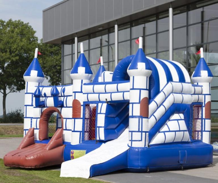 location château gonflable médieval